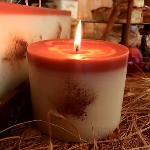 cinnamon apple bun scented candle 4x3