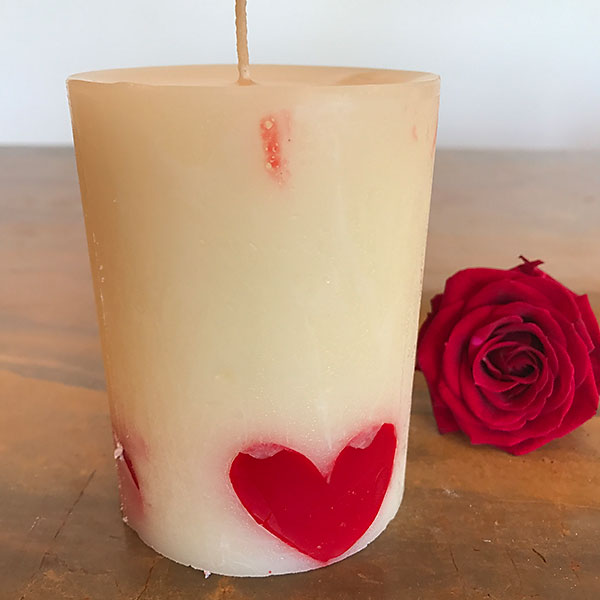 strawberry sweethearts scented candle 3x4